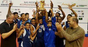 equipe sub-13 do Barueri Esporte Forte celebra terceiro lugar no Campeonato Ânima