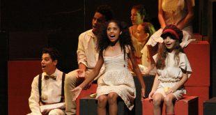 crianças se apresentando numa peça de teatro em Barueri