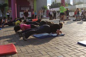 mulheres se exercitando com colchonetes em Barueri para o Desafio das 12 Semanas