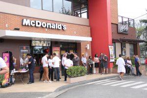 um McDonald's de barueri durante o McDIa Feliz