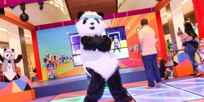 personagem Panda na pista de dança Just Dance do shopping tamboré