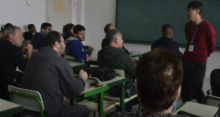 alunos de diversas idades acompanham o curso de gestão ambiental de Barueri