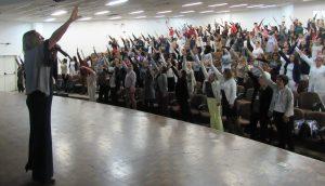 enfermeiros participam de atividade em uma auditório