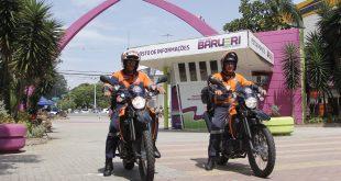 dois agentes da defesa civil de Barueri em suas motos
