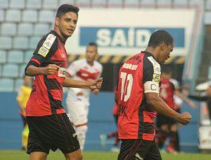 dois jogadores do Oeste Barueri comemoram durante partida contra o Vila Nova pela série B