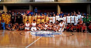 equipes de basquete de Barueri posam juntas para foto