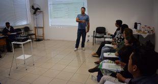 entrevistadores reunidos para capacitação na SADS