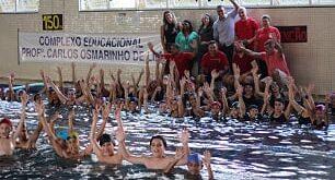 alunos e alunas do Complexo Educacional Carlos Osmarinho participam d'A Maior Aula de Natação do Mundo