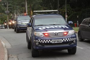 viaturas da Guarda Civil Municipal de Barueri em comitiva