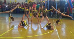 equipe de ginástica artística de Barueri se apresentando na cidade de Salto