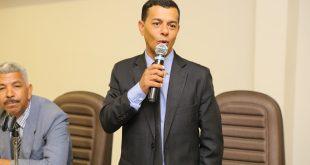 vereador Renatinho discursa durante sessão da câmara de Itapevi