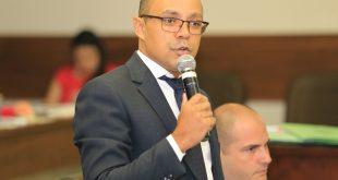 Vereador Aparecido discursa durante sessão ordinária da câmara de Itapevi
