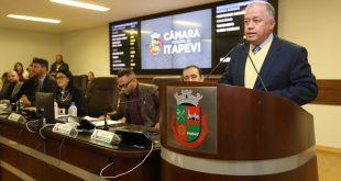Professor Paulinho discursa em sessão na Câmara de Itapevi