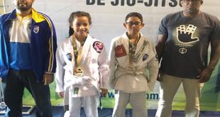 atletas de jiu-jitsu de Barueri posam para foto