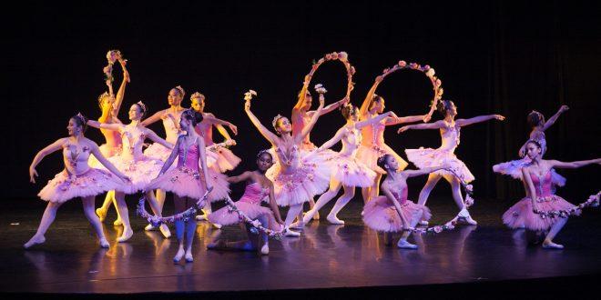 participantes femininas do FEstival Barueri de Dança se apresentando