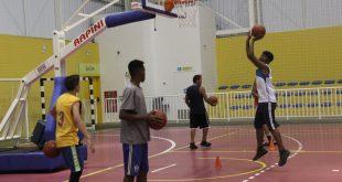 alunos do polo de basquete de Barueri praticam o esporte