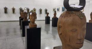 esculturas expostas na Galeria de Artes de Barueri para celebrar os 110 anos da imigração japonesa no Brasil