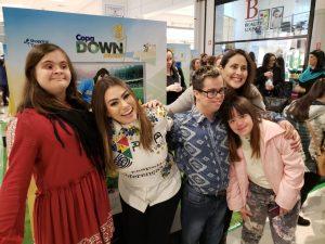 participantes da exposição Copa Down Mundo, no Shopping Tamboré