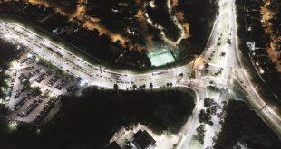 imagem aérea de condomínios de Alphaville em Santana de Parnaíba com iluminação LED nas ruas