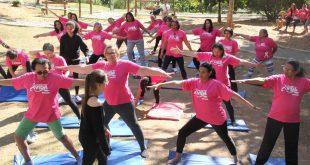 grupo d emulheres fazendo ioga em Barueri