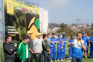 equipe do cbf social discursa para os pequenos atletas