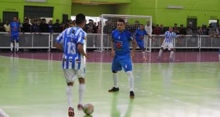 duas equipes amadoras de futsal se enfrentam em Barueri