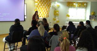 mães acompanham palestra de Priscila Zanotte no hospital municipal de barueri