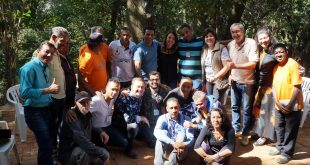 integrantes do projeto renascer posam para foto
