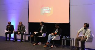 autoridads no palco no Smart Cities