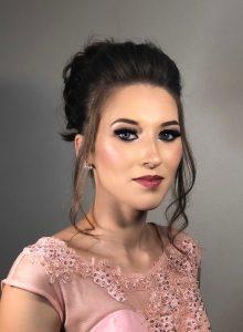 foto do busto de uma mulher maquiada por roma souza