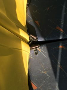 Dois cintos travados em ônibus escolar que atende a EMEF Ezio Berzaghi, em Barueri