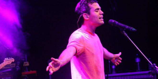 Bruno Gadiol cantando ao vivo em barueri