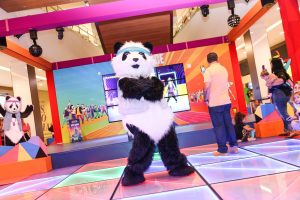 personagem Panda na pista de dança Just Dance do shopping tamboré