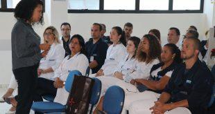 profissionais da policlinica do engenho acompanham palestra