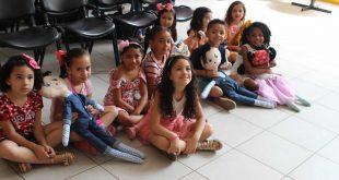 Chá de Bonecas reúne pais e alunos da Emei João Fernandes